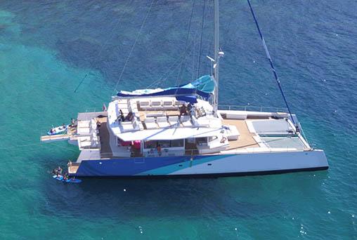 Catamaran tour: beaches and bays