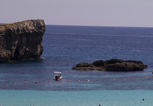 Private snorkeling tour around Comino